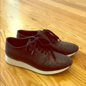 Woman's Vince lace up sneakers